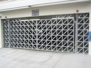 La Vita Garage Gate